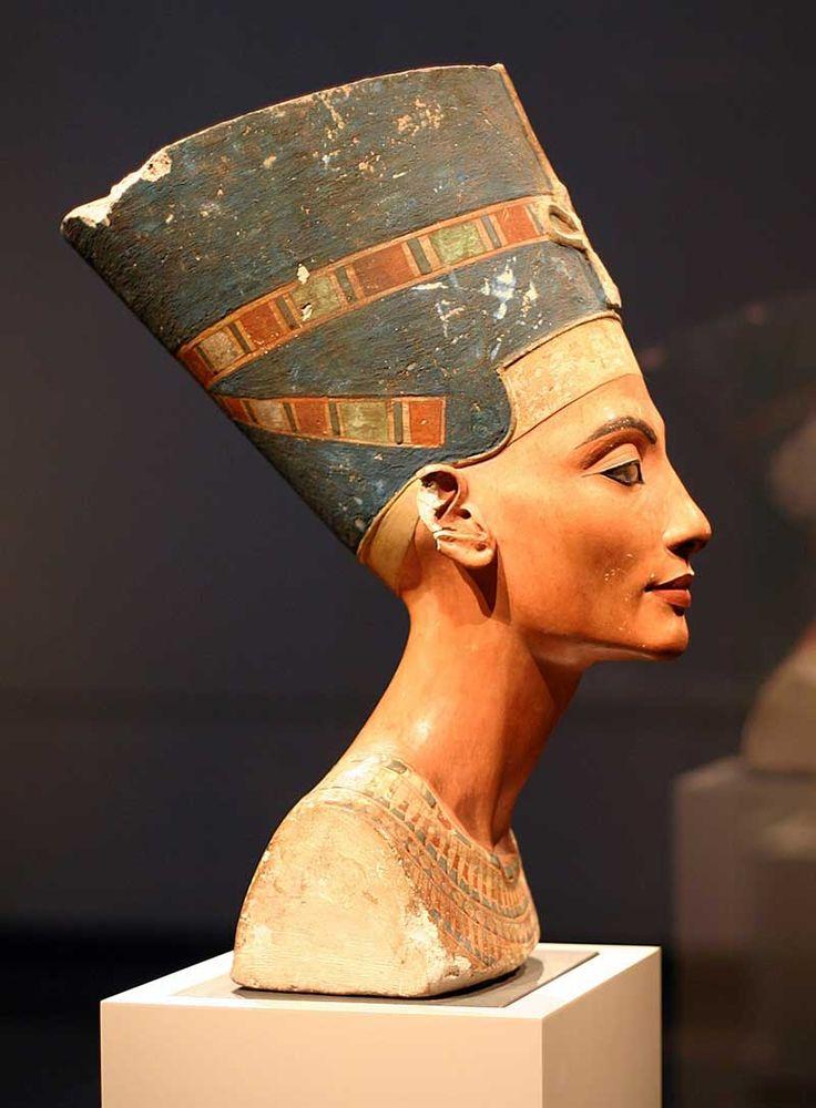 Néfertiti, demi-sœur et épouse d'Akhenaton