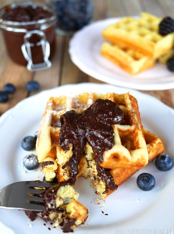 Healthy and responsible wafles. Glutenfree and sugarfree! Recipe: www.inlovewithhealth.nl
