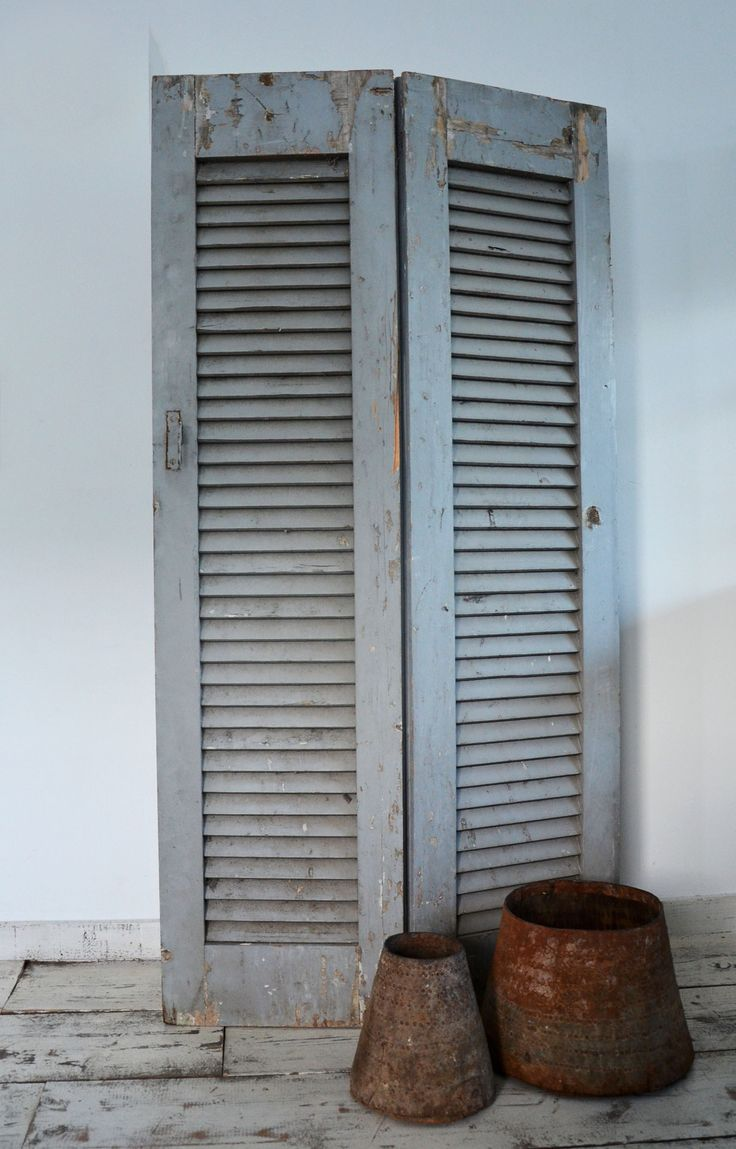 Oud Louvre luik! De mooiste oude luiken, vintage shutters, antieke luiken & brocante luiken in verschillende maten en kleuren vind je bij AukgAaf! www.aukgaaf.com