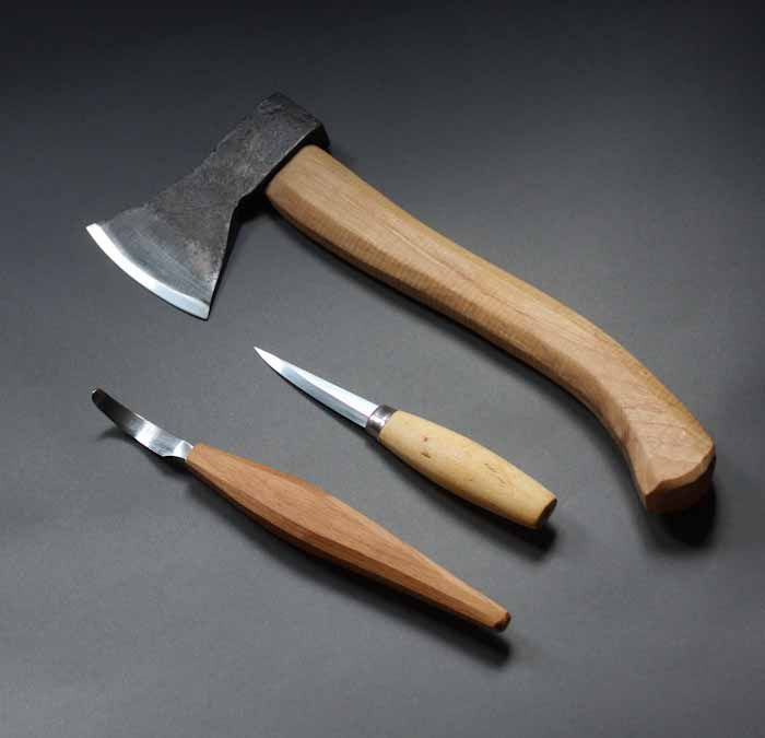 These are the three tools you need to get you started in spooncarving, an axe, a hook knife and a straight knife. Some folk like to have several hooks with different curves and left and right handers, I generally only use one right hand open sweep hook for most of my production carving so that …