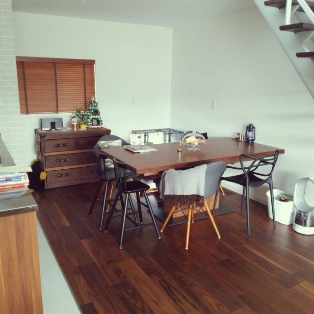s.tnei83さんの、IKEA,ダイニングテーブル,ウォールナット,ペンスタンド,ダイニングチェア,木製ブラインド,リビング階段,ダイソン 加湿器,たな 収納,のお部屋写真