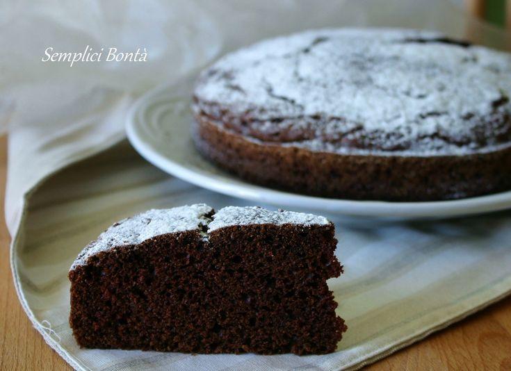 Questa torta al cacao è un dolce soffice , ha la particolarità di essere preparato senza lievito e senza uova . L' ingrediente che rende davvero particolare questa torta è il kefir. Ecco la ricetta :