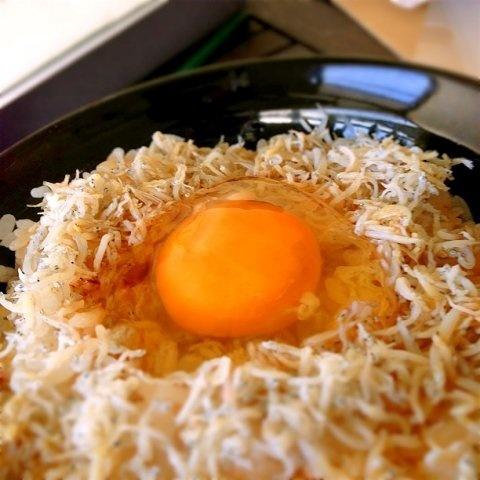 [ミイル]とろーり黄身がおいしそう!「卵かけごはん」 | roomie(ルーミー)