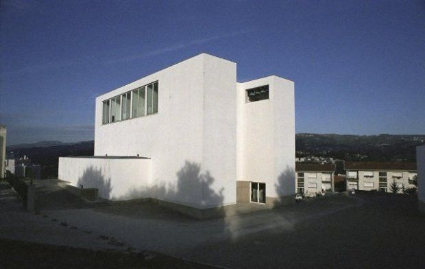 z12106724Q,Kosciol-Santa-Maria-w-Marco-de-Canaveses-nieopodal.jpg (620×392)