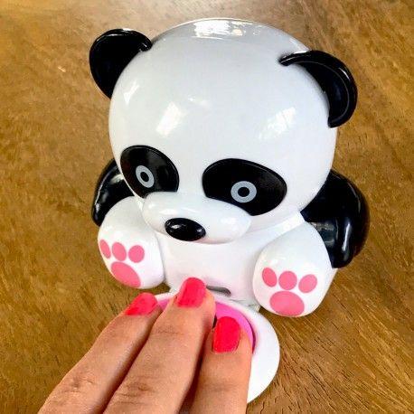 un joli petit panda qui souffle de l'air frais pour accélérer le séchage de votre vernis à ongles.