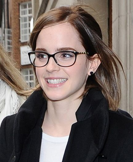 ©BAUER-GRIFFIN.COM 26th September, 2012: Emma Watson leaving Radio 1 this morning. www.bauergriffin.com www.bauergriffinonline.com Ref: KGC-102