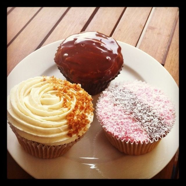 Australia Day noms – Iced Vo-Vo, Tim Tam and Anzac cupcakes