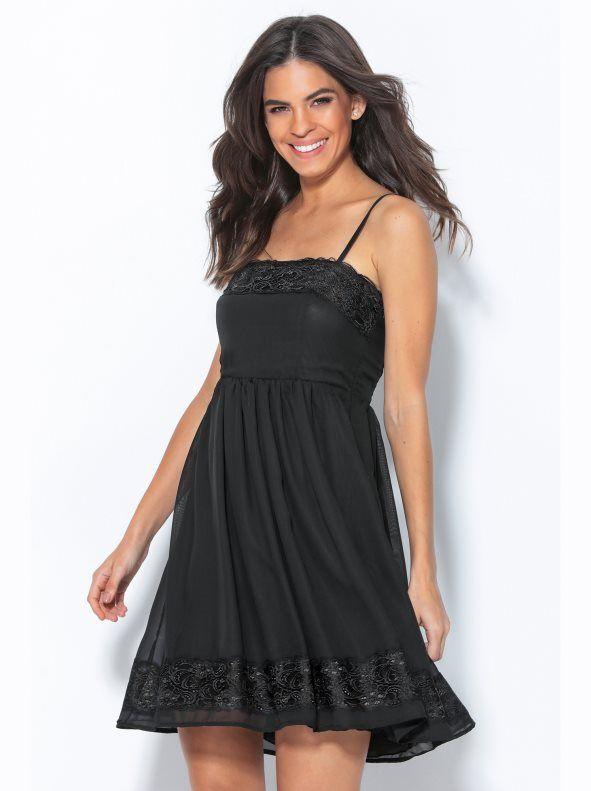 Como lucir un vestido negro de encaje