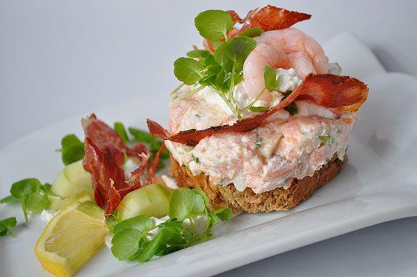 <p>En dejlig og nem forret eller frokostret. Her er den med rygeost, ikke meget, men nok til at give en […]</p>