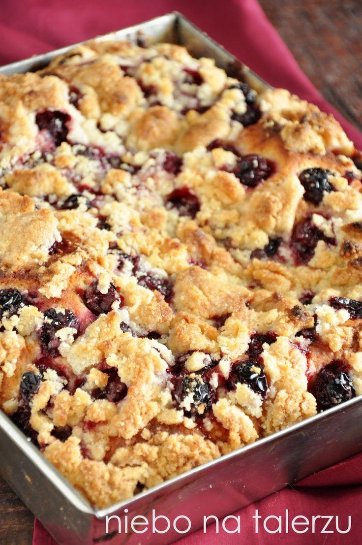 niebo na talerzu: Najlepsze ciasto drożdżowe z wiśniami i kruszonką