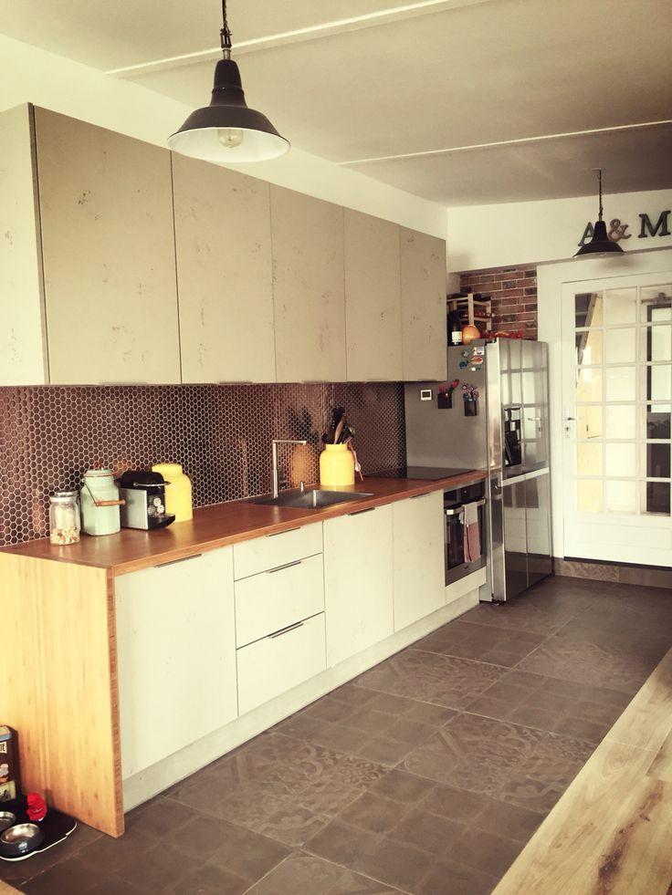 Kitchen cuisine atelier loft beton brut carrelage crédence backsplash diy wood bambou briques bois metal acier cuivre copper