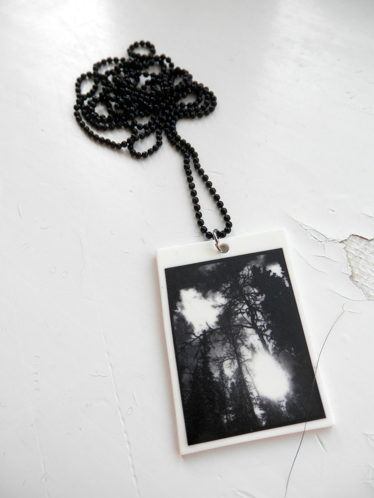 Black and White -necklace. Visit:  www.retroke.blogspot.com www.taitomaa.fi/shop/retroke