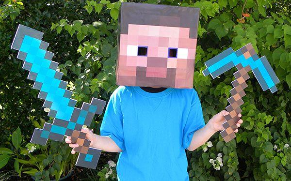 Inspiration, alle Accessoires und eine Schmink-Anleitung, damit du dein Steve Minecraft Kostüm selber machen kannst.
