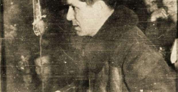«Τι Πλαστήρας, τι Παπάγος... άσπρος σκύλος, μαύρος σκύλος, ούλοι οι σκύλοι μια γενιά!», δήλωνε από τη Μόσχα στις 21 Οκτωβρίου 1952 ο γενικός γραμματέας του παράνομου τότε ΚΚΕ, Νίκος Ζαχαριάδης, ενόψει των εκλογών του ίδιου έτους στη χώρα, μια δήλωση που αντιμετωπίστηκε άλλοτε ως «προπατορικό αμάρτημα» και άλλοτε ως «μύθος», προκαλώντας αναλύσεις και συζητήσεις που διαρκούν μέχρι τις μέρες μας.