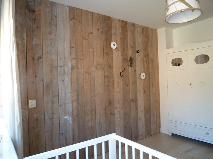 Steigerhouten wand, Steigerhouten muur, Frans brocante kast, mix van stijlen, industrieel, babykamer