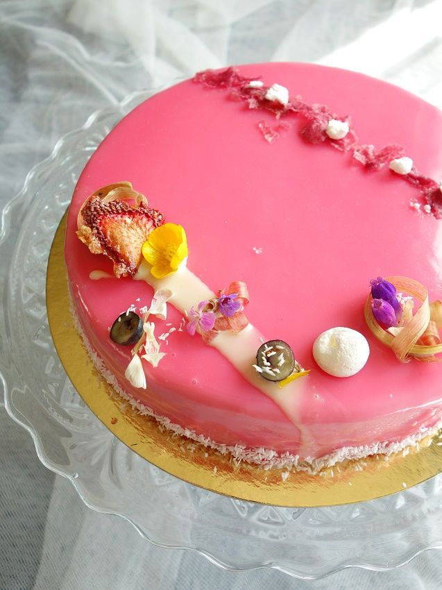 Entremet fraise, coco & rhubarbe | Roquette Rollmops