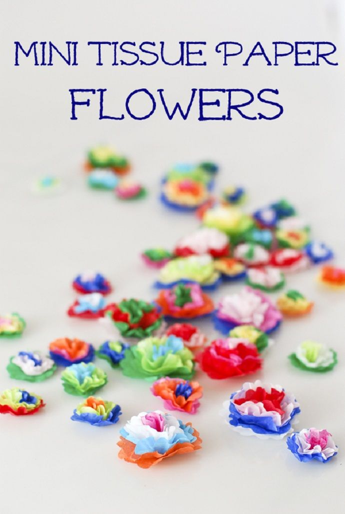 Make MINI TISSUE PAPER FLOWERS to use as centerpieces for your tables