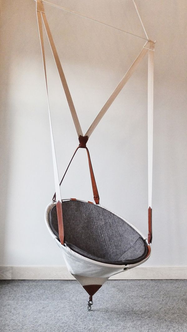 CHAISE SUSPENDUE / HANGING CHAIR by Felix Guyon