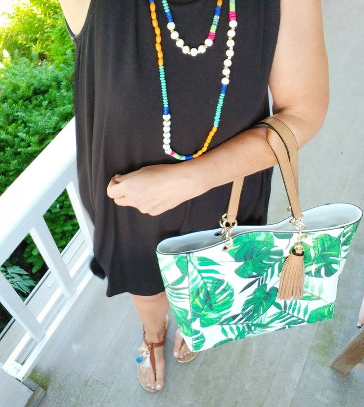@Target why do you put out a cute new palm tote bag when I am only supposed to be running in for a light bulb?  . . . . . . .#teacherstyle #teacherootd #ootd #momstyle #fashionover40 #fashionaccesories #fashiondiaries #stylediaries #targetstyle #tropical #palmtrees #tropicalprint #cutebag #accessories #palmtote #vacaymode #palmtreetote #totebag #totebags #wiwt #currentlywearing #everydaystyle #mystyle #lookoftheday #teacherlife