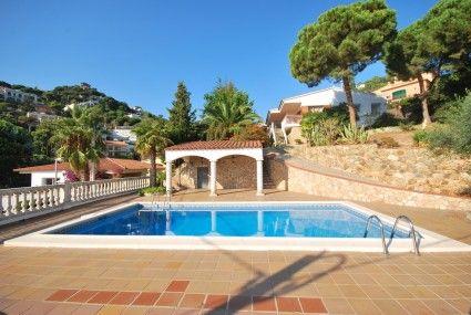 In the Costa Blanca zone of Spain, Calpe is a prevalent shoreline occasion destination.