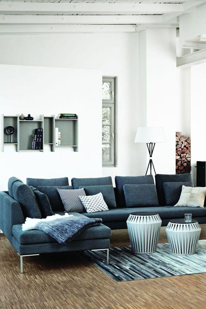 Un canapé d'angle avec méridienne pour un salon esprit loft