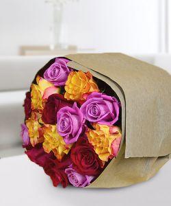 Buchet 15 trandafiri multicolori