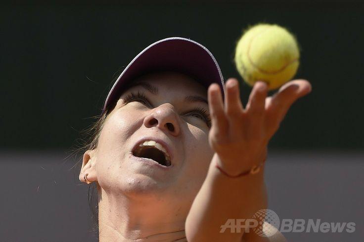 全仏オープンテニス(French Open 2014)、女子シングルス3回戦。サーブトスを上げるシモナ・ハレプ(Simona Halep、2014年5月31日撮影)。(c)AFP/DOMINIQUE FAGET ▼1Jun2014AFP ハレプが難なく4回戦進出、全仏オープン http://www.afpbb.com/articles/-/3016433 #Simona_Halep #French_Open #Internationaux_de_France_de_tennis #Torneo_de_Roland_Garros