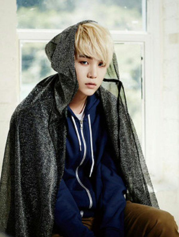 yoongi. was he going for a jack frost look here, or..???
