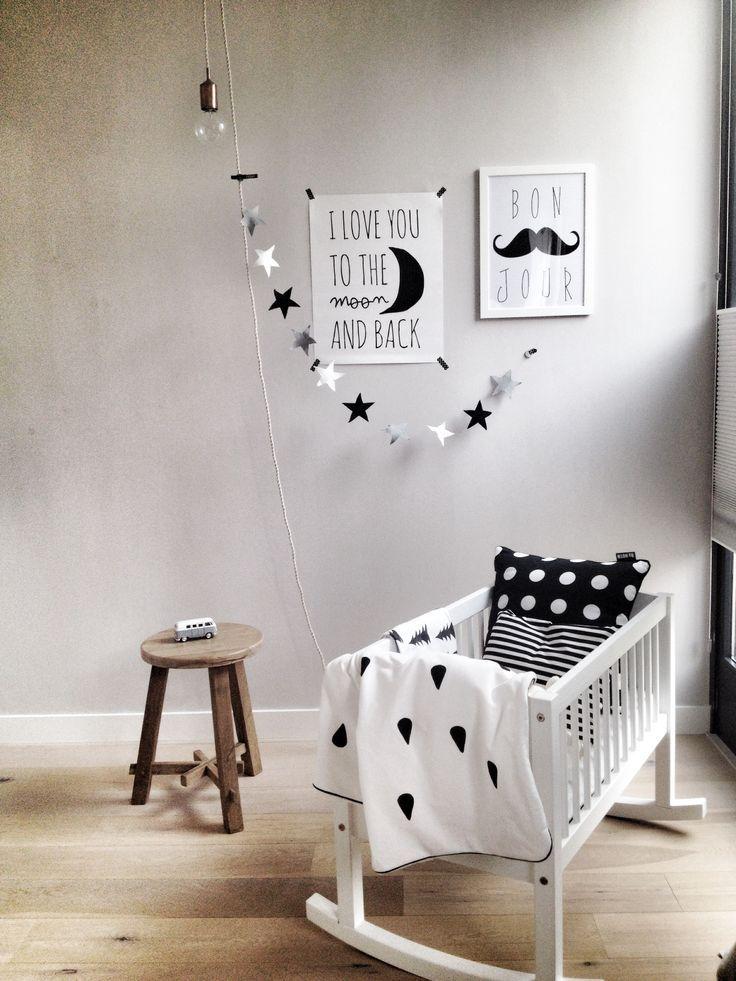 Leuke babykamer voor 'n lief baby'tje. Ontwerp je schilderijtje voor op je kamer! www.maakjeschilderij.nl