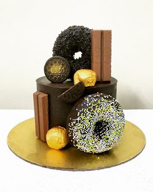 A chocolate lovers delight #giantdonuts #kitkat #oreo