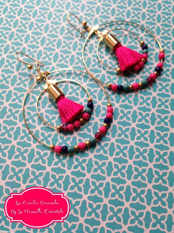 Boucles d'oreilles créoles dorées fuchsia avec pompons : Boucles d'oreille par may-boheme