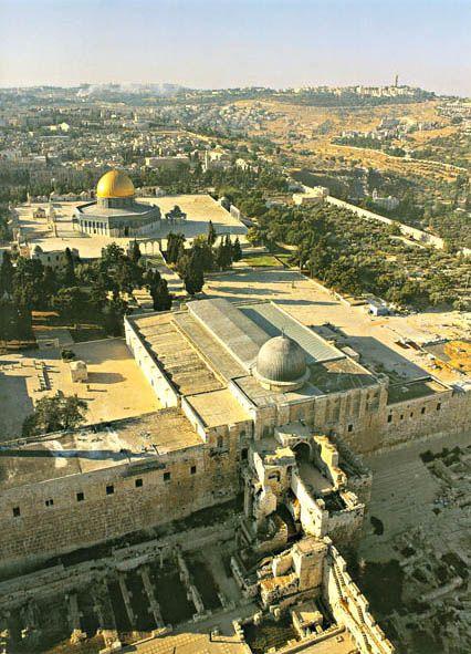 moschea al-Aqsa -La moschea al-Aqsā, al-Masjid al-Aqṣā, fa parte del complesso di edifici religiosi di Gerusalemme noto sia come Monte Majid o al-Ḥaram al-Sharīf da parte dei musulmani e Har ha-Bayit dagli Ebrei. Cerca con Google