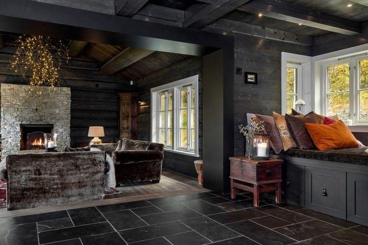 (1) FINN – Hemsedal/Solheisen. Bud mottatt - Fantastisk og eksklusiv hytte med 268 kvm gulvareal. Solrikt og usjenert beliggende. Panormautsikt og ski inn/ut