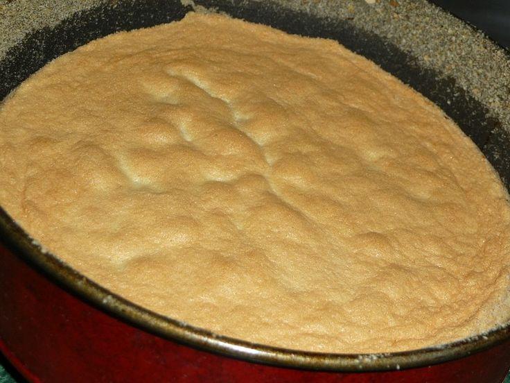 Piskotovy korpus                                                         1) Dortovou formu si vymažeme tukem a vysypeme hrubou moukou nebo strouhankou. 2) Vejce s cukrem ušleháme do světlejší pevné hmoty ( = 3. foto)...
