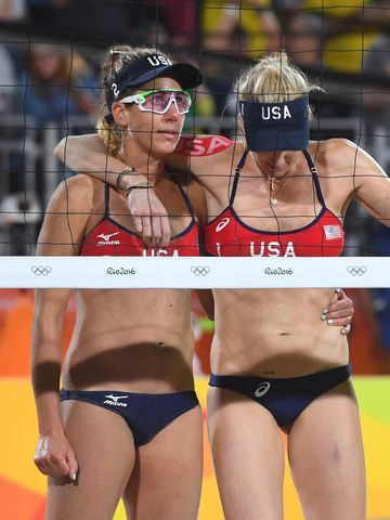 April Ross and right blocker Kerri Walsh Jennings look