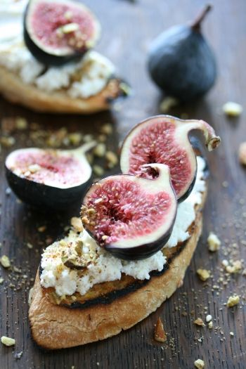 Egyptian Dukkah, ricotta & fig bruschetta recipe.