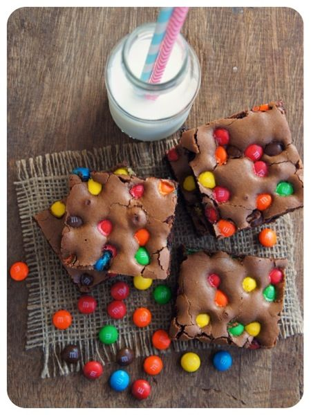 Brownie de M&M's - brownie, chocolate, confete -