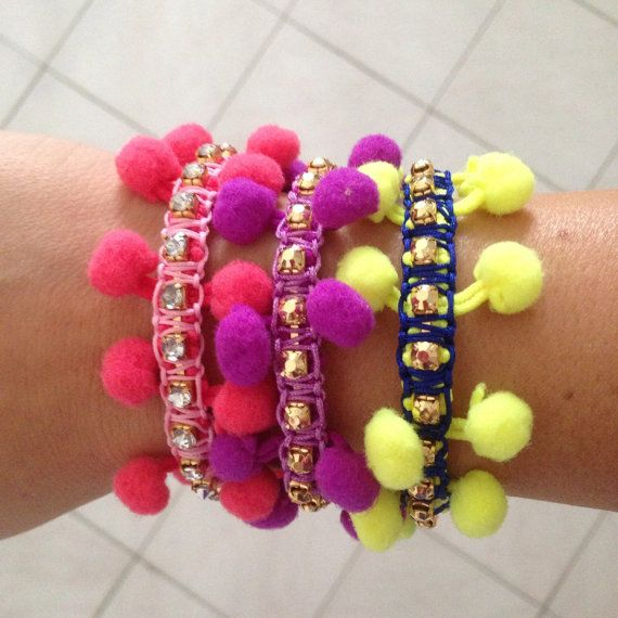 Pompom+Bracelets+por+SisStyles1725+en+Etsy