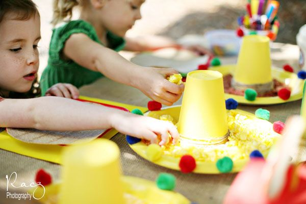 """Cinco de Mayo Fiesta for the Kids  Make in """"house"""" colors for tables."""