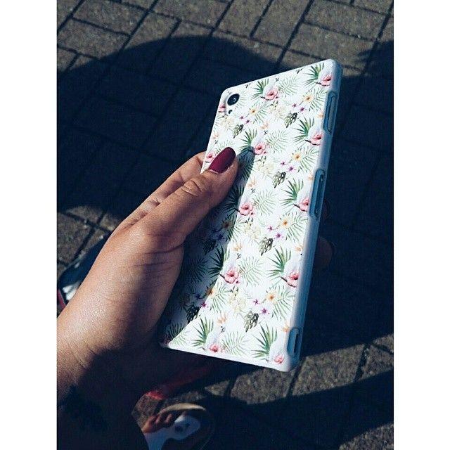 Von @leoostu auf Instagram. || Link zum Case Design >> http://designskins.com/de/designs/modische-muster/cockatoo || #deindesign #designcase #dd #handycase #handycover #handyhuelle #smartphone #iphone #phonecase #case #cover #huelle #bag #tasche #girl #mirror #beautiful #cute #instagram #outfit #style #fashion #accessoire #fingernails #nailpolish #palmtrees #palme #tropical #tropisch #exotic #exotisch