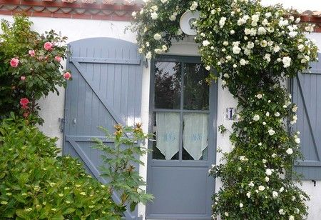 10 best images about couleur volets on pinterest villas - Maison grise et blanche ...