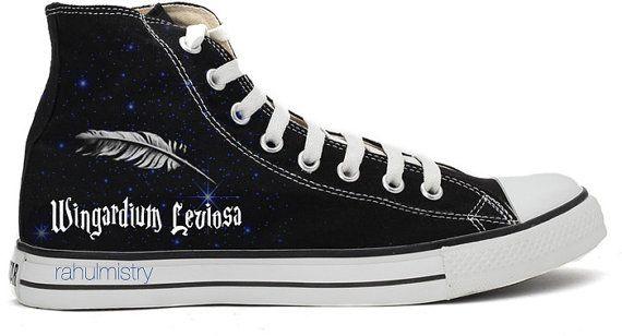 Détails du produit :  Chaussures : Original All Star Chaussures Converse  Taille : S'il vous plaît suivre le diagramme de taille avant de l'acheter.  Peintures : Médiums acryliques utilisé (étanche)  Conception : Depuis, il est peint à la main chaque fois. Il peut y avoir une différence mineure que l'image que vous voyez sur la liste.  --Chaussures personnalisés :  Ont un design de votre choix ou vous voulez que je fasse un nouveau design pour vous ? Vous êtes chaudement. S'il vous plaît…