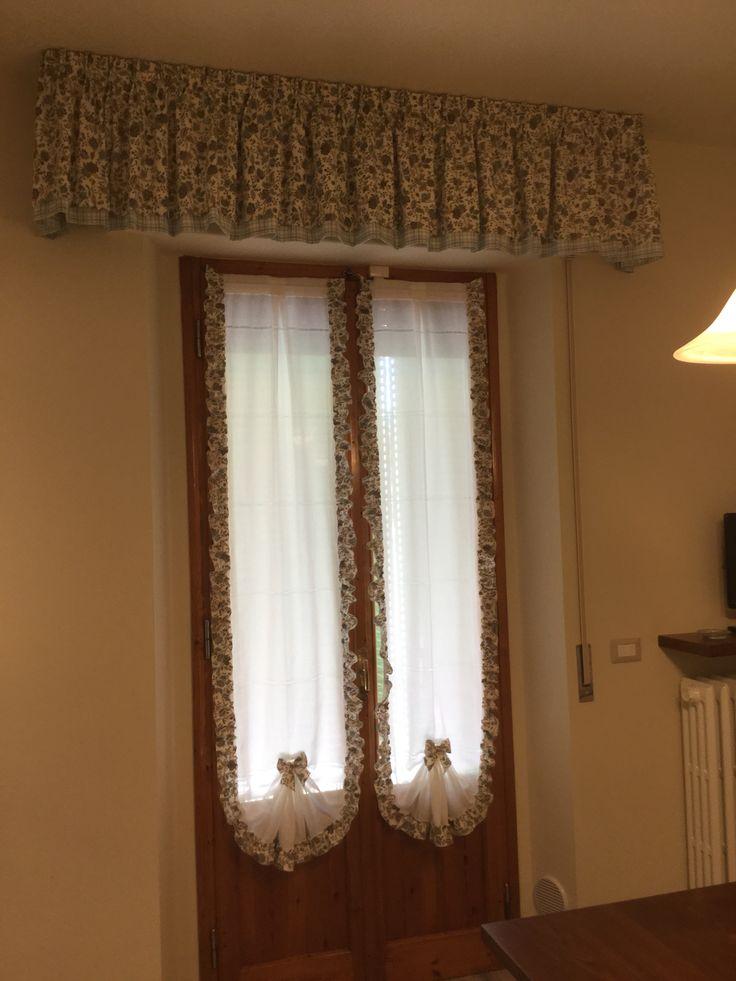 Mantovana doppia in rasatello con stampa floreale e quadro coordinato tendine a vetro a coda di - Tende finestra cucina ...
