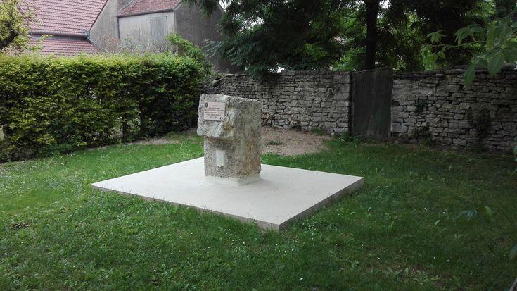 Grande dalle en béton lisse, ton pierre, servant du0027une plateforme