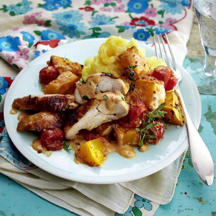 Überbackene Hähnchenteile mit Sahnekürbis und Tomaten Rezept | LECKER