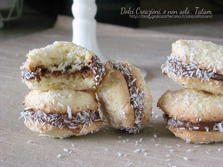 Biscotti al cocco farciti alla nutella sono dei deliziosi pasticcini che si preparano facilmente e in pochissimo tempo. Questi dolcetti sono senza burro ..