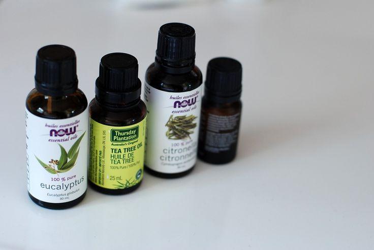 Olej zčajovníku (tea tree) známý také jako olej zMelaleuca je esenciální olej extrahovaný zlistů Melaleuca Alternifolia. Jde o olej, který má 92 různých sloučenin a mění se vbarvě od světle žluté až po čirou. Olej zčajovníku, který pochází převážně zaustralské původní rostliny Melaleuca, byl široce používán po celé Austrálii a to minimálně posledních 100 let. …