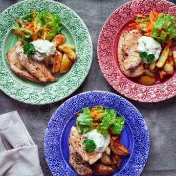 Stekt kyckling med rostad potatis och kronärtskockskräm - Recept - Tasteline.com