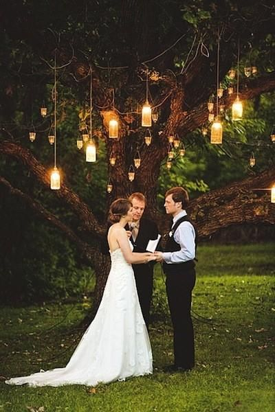 love the hanging lights!