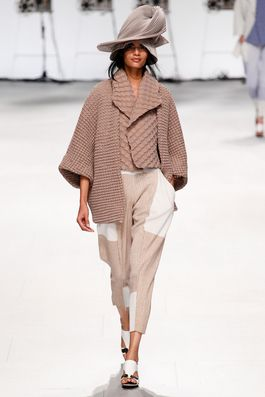 Issey Miyake Spring 2015 Ready-to-Wear Fashion Show: Complete Collection - Style.com